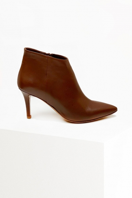 Boots Lily